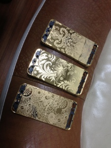 iphone 5 gold with flower